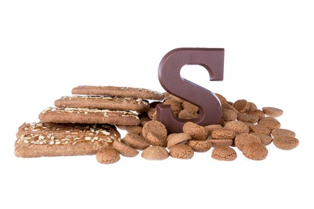 '5 december': Chocolate letter, speculaas and ginger nuts, Dutch sweets at 5 december Sinterklaas party Stock Photo