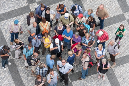 PRAGUE, CZECH REPUBLIC - JUL 21: Top view group of unknown tourists waiting at the old town square in the center of the Czech capital city on July 21, 2009 in Prague, Czech Republic 에디토리얼