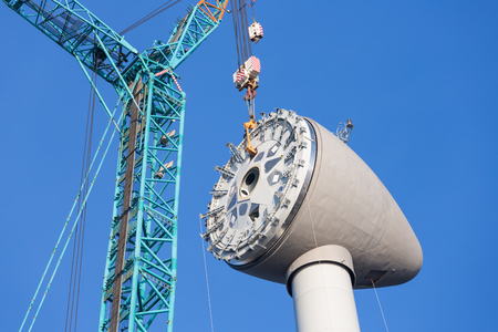 Installing rotor house at the top of a big new Dutch wind turbine 版權商用圖片 - 56709695