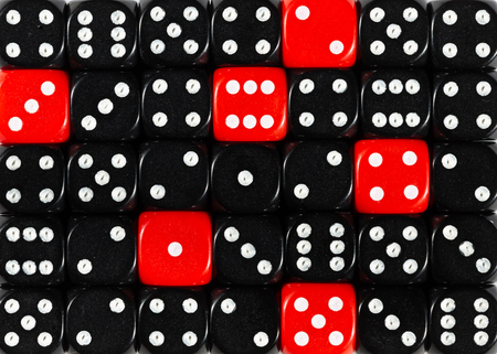 Pattern background of random ordered black dices with six red cubes Foto de archivo