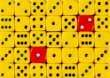 Pattern background of random ordered yellow dices with two red cubes Stok Fotoğraf - 121666453