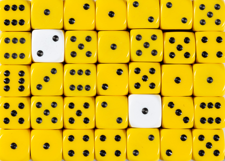 Pattern background of random ordered yellow dices with two white cubes Stok Fotoğraf - 121666460