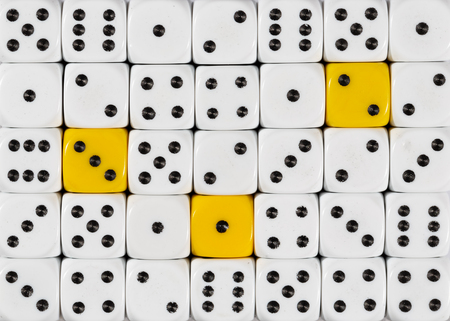 Pattern background of random ordered white dices with three yellow cubes Foto de archivo