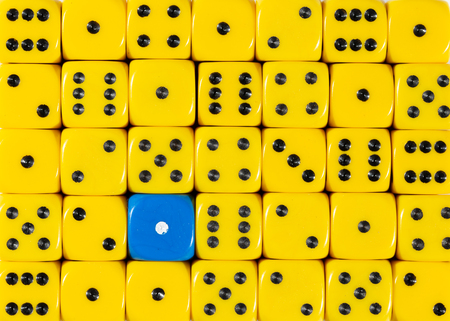 Pattern background of random ordered yellow dices with one blue cube Foto de archivo