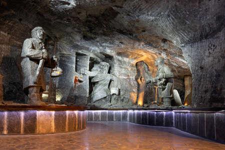 Wieliczka , Pologne - 14 mai 2019 : Statue de sel dans la mine de sel de Wieliczka, site du patrimoine mondial de l'UNESCO dans la ville de Wieliczka, dans le sud de la Pologne Éditoriale