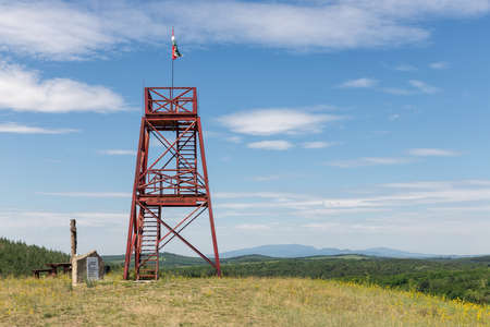 Szomolya , Hungary - July 07, 2019: Lookout tower with Hungarian flag on the Nagyvolgy-teto mountain in the Bukk, Hungary Redactioneel