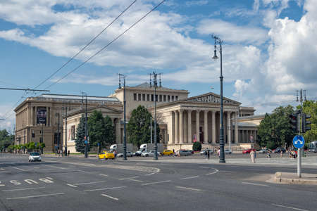 Budapest, Hungary - July 14, 2019: Heroes square with Museum of Fine Arts in Budapest, Hungary Redactioneel