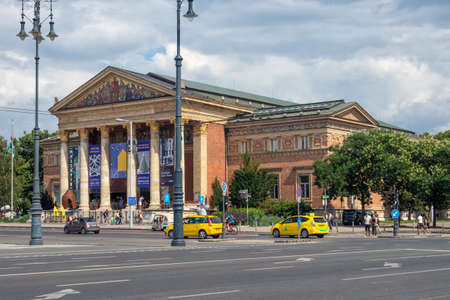 Budapest, Hungary - July 14, 2019: Heroes square with Hall of Art in Budapest, Hungary Redactioneel