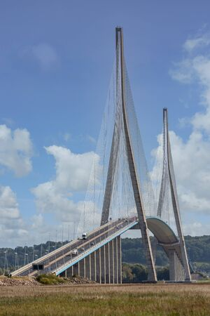 Pont de Normandie, big bridge crossing river Seine near Le Havre and Honfleur in France Stockfoto