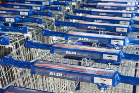 Urk, The Netherlands- July 04, 2011: Parked shopping trolleys near Dutch ALDI drugstore 新闻类图片