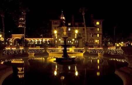 St. August ine, Florida, op de avond met vakantie lampjes