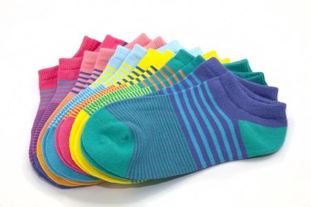 Aangewakkerd weergave van kleurrijke, gestreepte sokjes