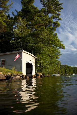 Boot huis op New Hampshire meer