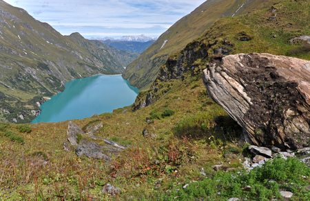 View of the Wasserfallboden in Hohe Tauern with a large boulder in the foreground. Austria. Stok Fotoğraf