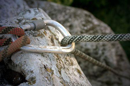 moschettone: Carabiner che proteggono una gara d'arrampicata  Archivio Fotografico