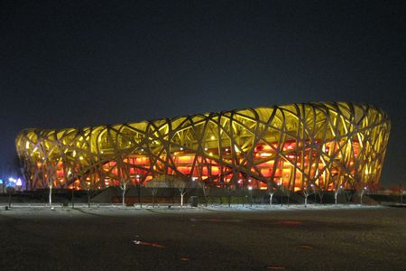 deportes olimpicos: China, Beijing, las aves Nest Olympic Park - 2008: Vista de noche de invierno del Parque Olímpico  Editorial