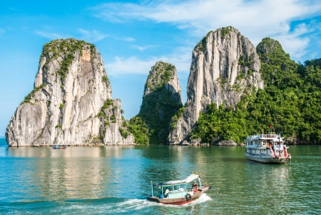 Dvě lodi v Ha Long Bay, Vietnam