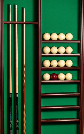 Einsatzzeichen: Billiard St�nder mit Cues und B�lle