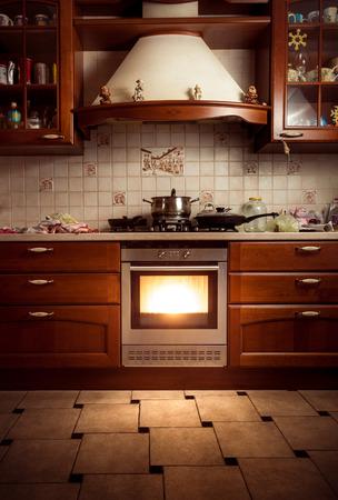 Interiér fotografie country styl kuchyně s horké trouby Reklamní fotografie