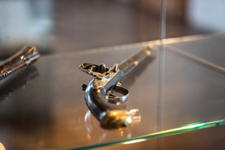 dueling pistol: Closeup photo of old pistol with wooden handle