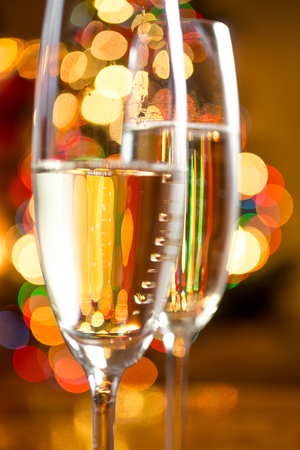 cocteles: Macro abstract photo of champagne in crystal glasses against colorful lights