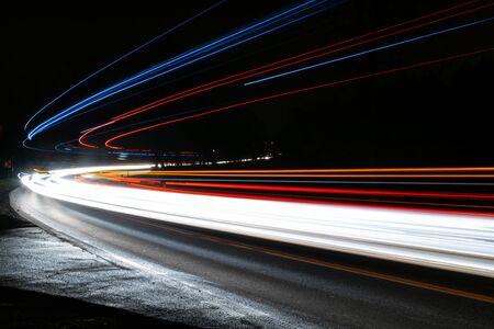 lichten van auto's met nacht
