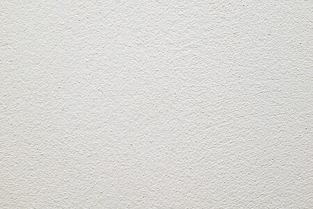 mur peint en blanc avec texture de plâtre visible