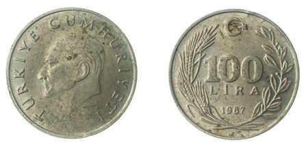 Turkey 100 lira coin on a white isolated background Standard-Bild