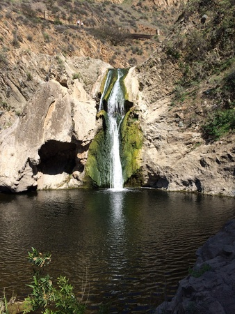 Waterfall in lagoon 版權商用圖片