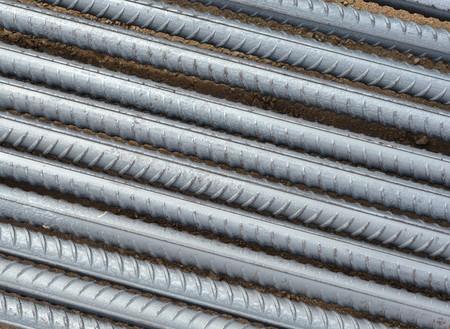 rejas de hierro: Primer refuerzo de hormig�n teel barras plano adecuado para su uso como resumen o fondo Foto de archivo