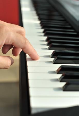 dedo y piano  Foto de archivo - 7241101