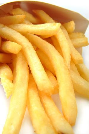 papas fritas: Un mont�n de papas fritas aislado en un fondo blanco Foto de archivo