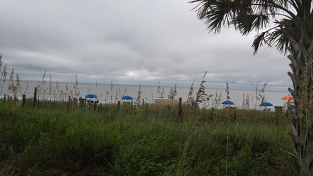 Cloudy Ocean Morning 版權商用圖片