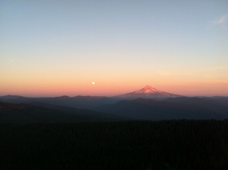 larch mountain view point on August 20th the full moon rise.