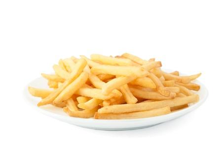 fish chips: Patatas fritas sobre un fondo blanco.