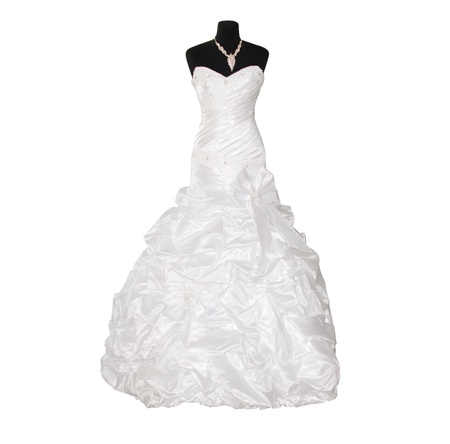 femme romantique: robe de mari�e isol� sur fond blanc