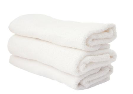 serviettes blanches sur un fond blanc