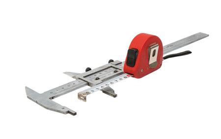 cintas metricas: Caliper con una cinta m�trica sobre un fondo blanco