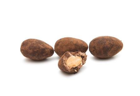 truffe blanche: truffle with nuts on a white background Banque d'images