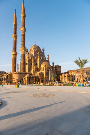 monte sinai: Hermosa Mezquita arquitectónica en Sharm El Sheikh, Egipto Editorial