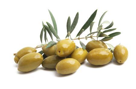 olives with leaves isolated on white background Stok Fotoğraf - 123737722