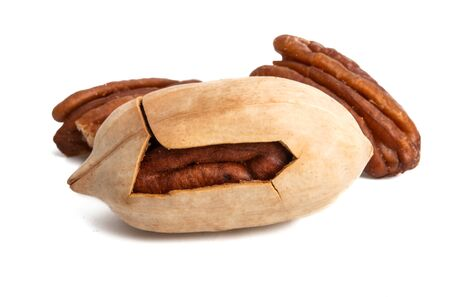 pecans isolated on white background Foto de archivo - 133489761