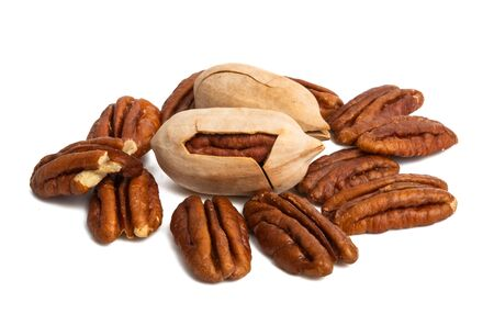 pecans isolated on white background Foto de archivo - 133489771
