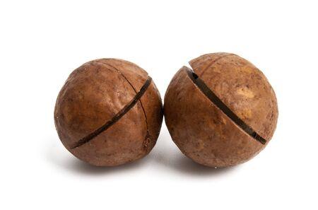 macadamia nuts isolated on white background Foto de archivo - 133489796