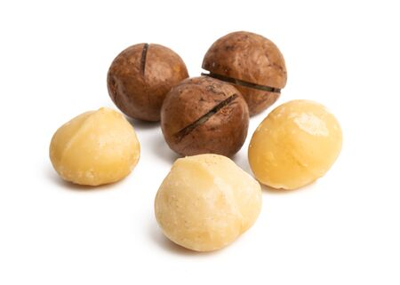 macadamia nuts isolated on white background 스톡 콘텐츠