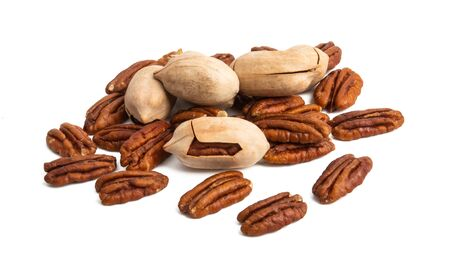 pecans isolated on white background Foto de archivo - 133489817