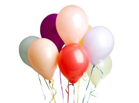 Heliumfarbene Ballons isoliert auf weißem Hintergrund