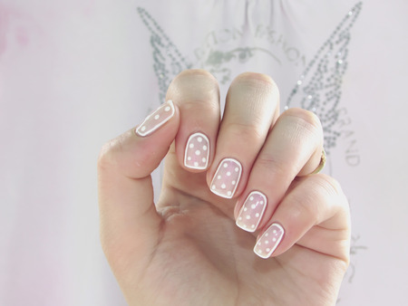 nailart: pink manicure with white dots