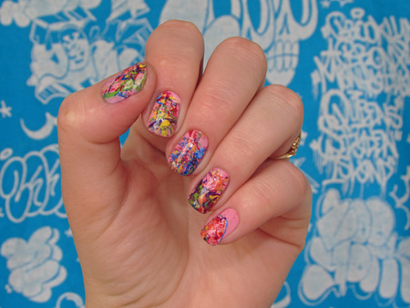 nailart: colored manicure, an explosion of color