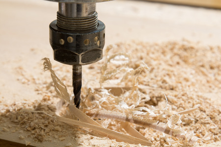 Rotary milling cutter, wooden board and shavings 版權商用圖片